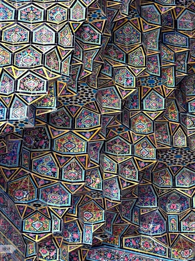 延伸的阿拉伯式花纹